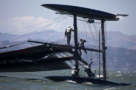 America´s Cup Video: Russell Coutts wirft seinen Kat um